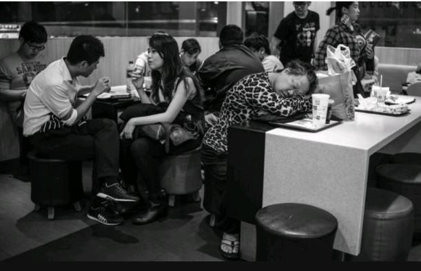 BBC:香港夜闌人靜的生命角落「麥難民」