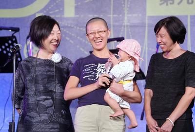 陳育青「公民不服從」 奪金穗獎首獎
