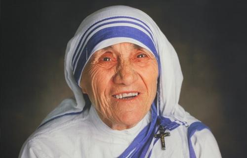 她不求榮耀,榮耀的光環自然找到她──德瑞莎修女