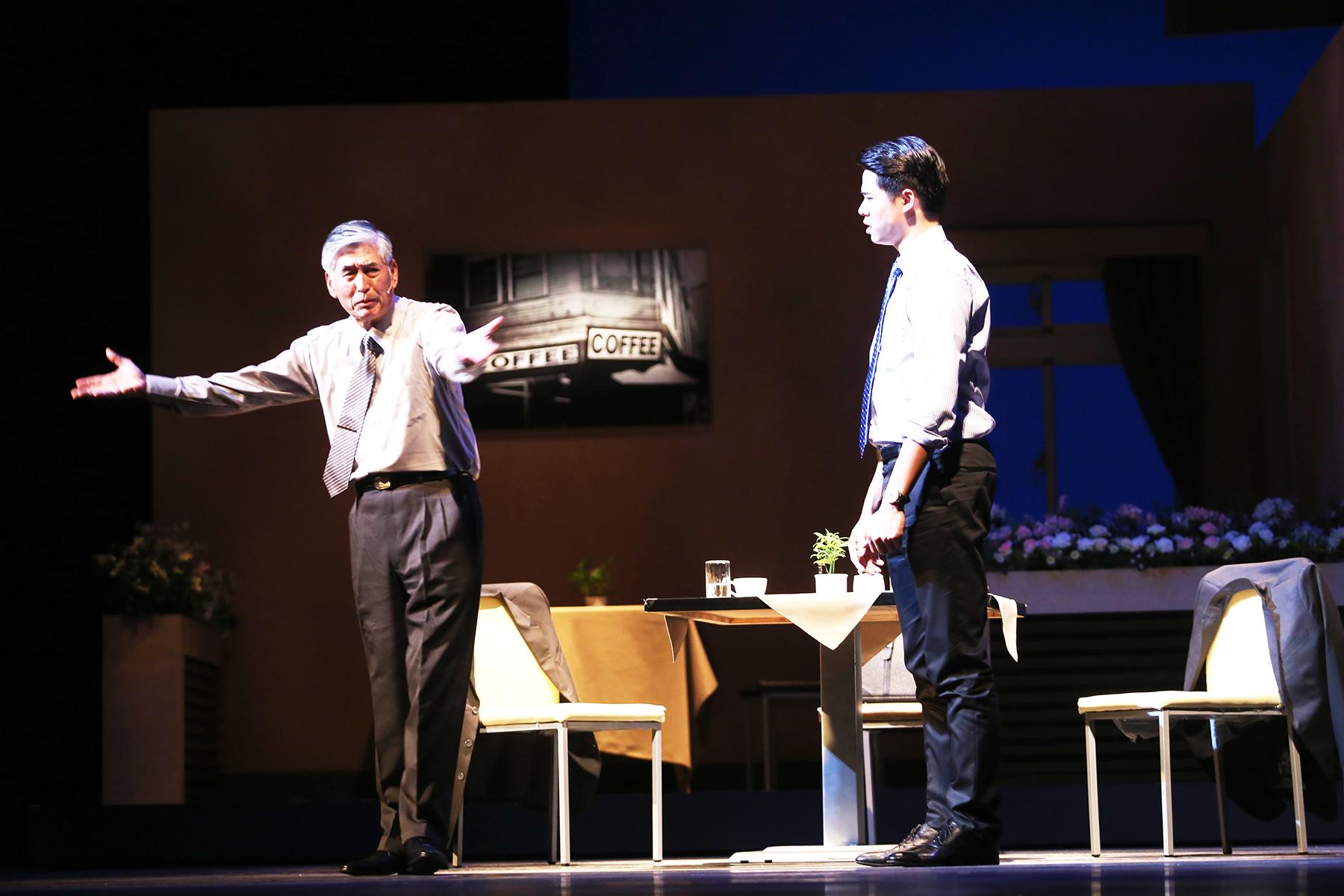 描述 : 柯一正(左)與吳定謙(右)飾演企業家父子,世代溝通最佳代表[1].jpg