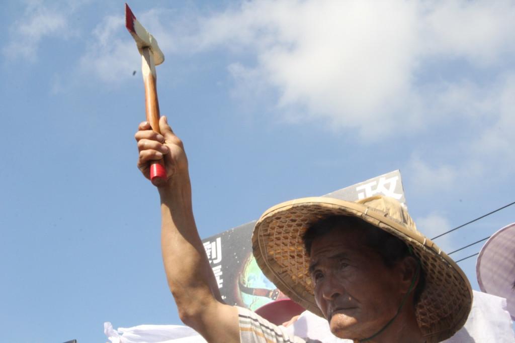二林農民揭鋤起義 抗議榮成紙廠污染
